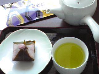 桜餅と紫水0305.jpg